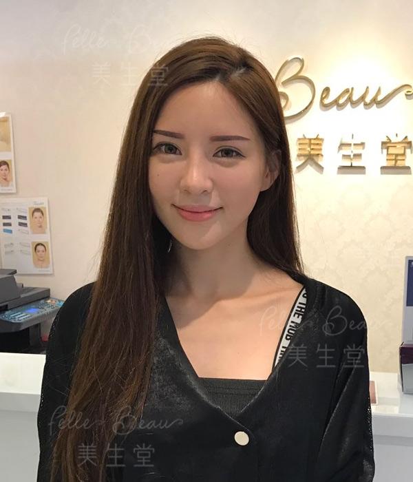 模特兒Leanna 劉沁體驗明星立體粉黛眉即時自拍