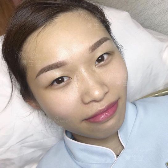 Staff from Causeway Bay Celebrity Fog Eyebrow Immediate Results